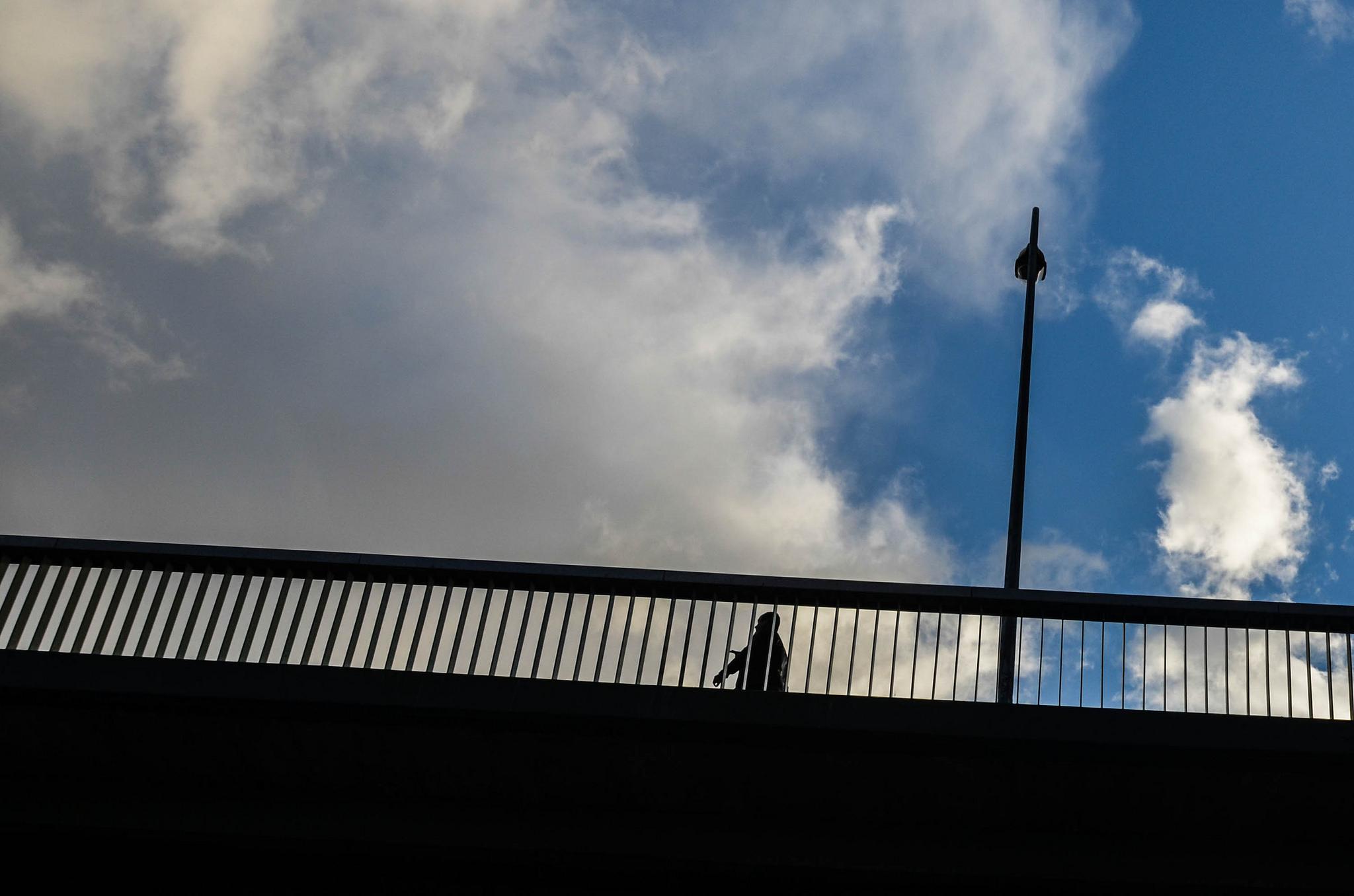 La tete dans les nuages